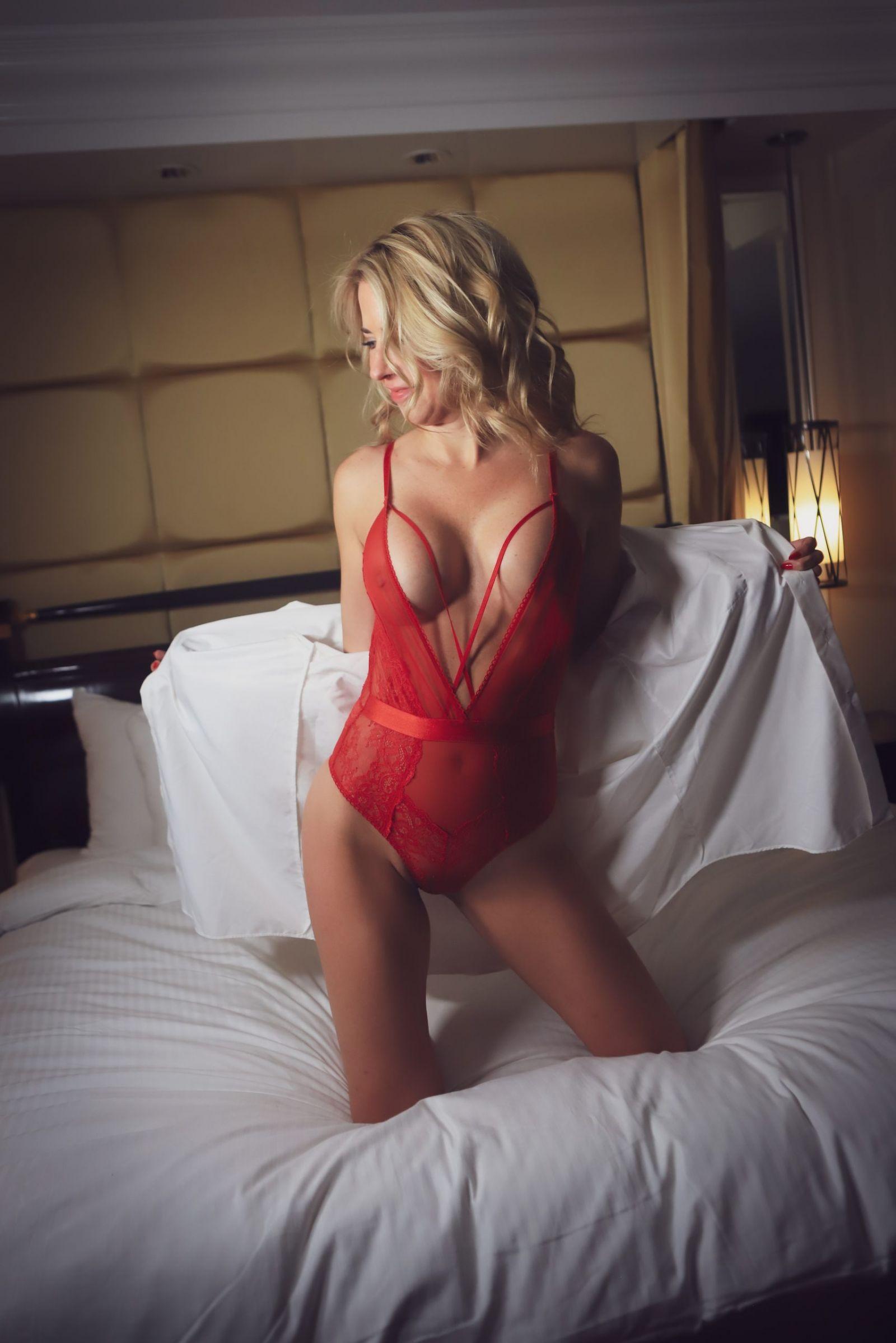 women boudoir photoshoot
